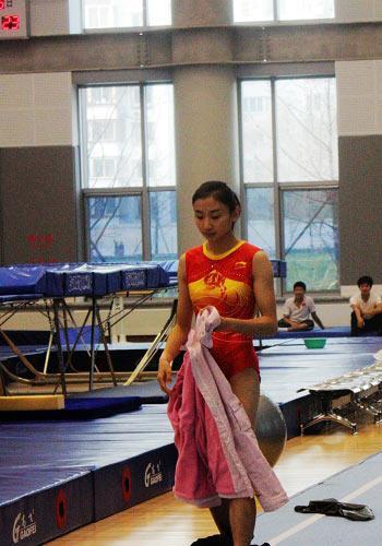 最美奥运冠军迎09首战 何雯娜:世锦赛有目标
